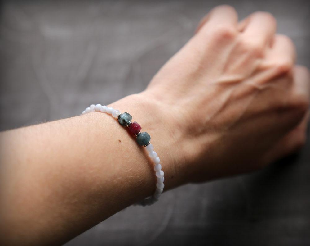 модные браслеты из натуральных камней