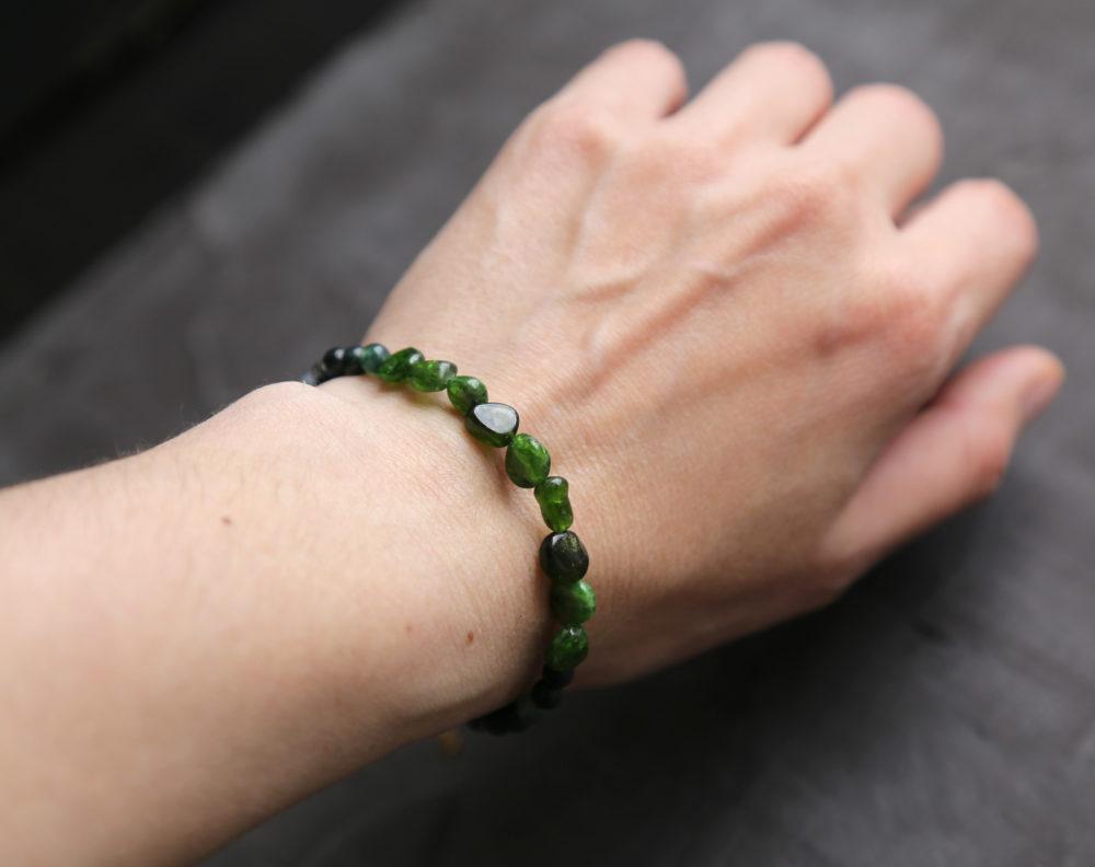 браслеты с камнями женские